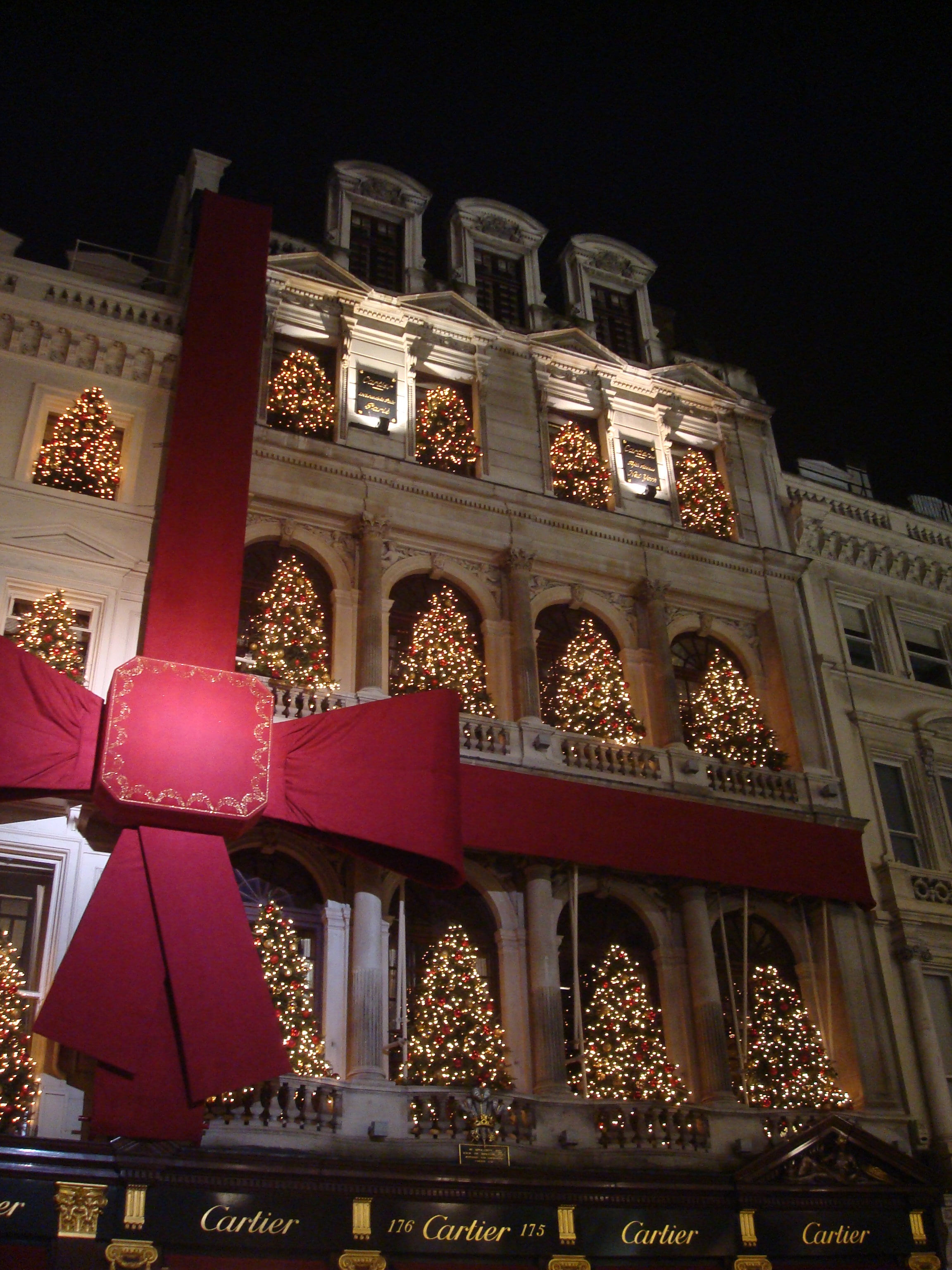 cartier-christmas-decorate-2
