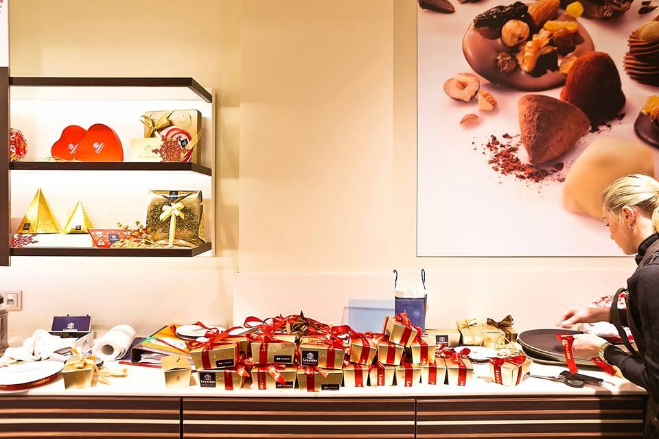 Упаковка для шоколада в кафе Leonidas