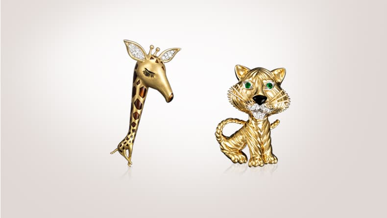 Giraffe clip, 1964, platinum, gold, enamel, diamonds / Tiger clip, 1968, gold, emeralds, enamel, diamonds