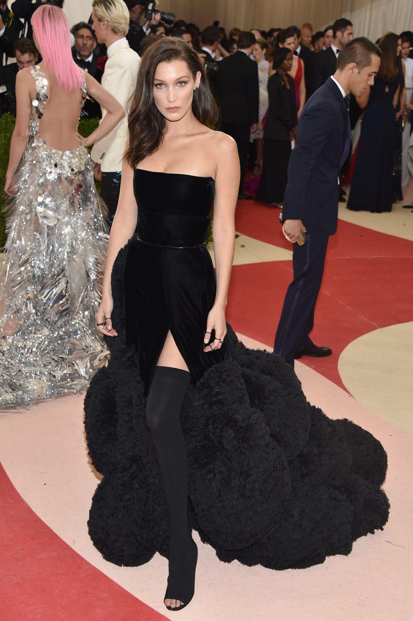 Bella Hadid в наряде Givenchy