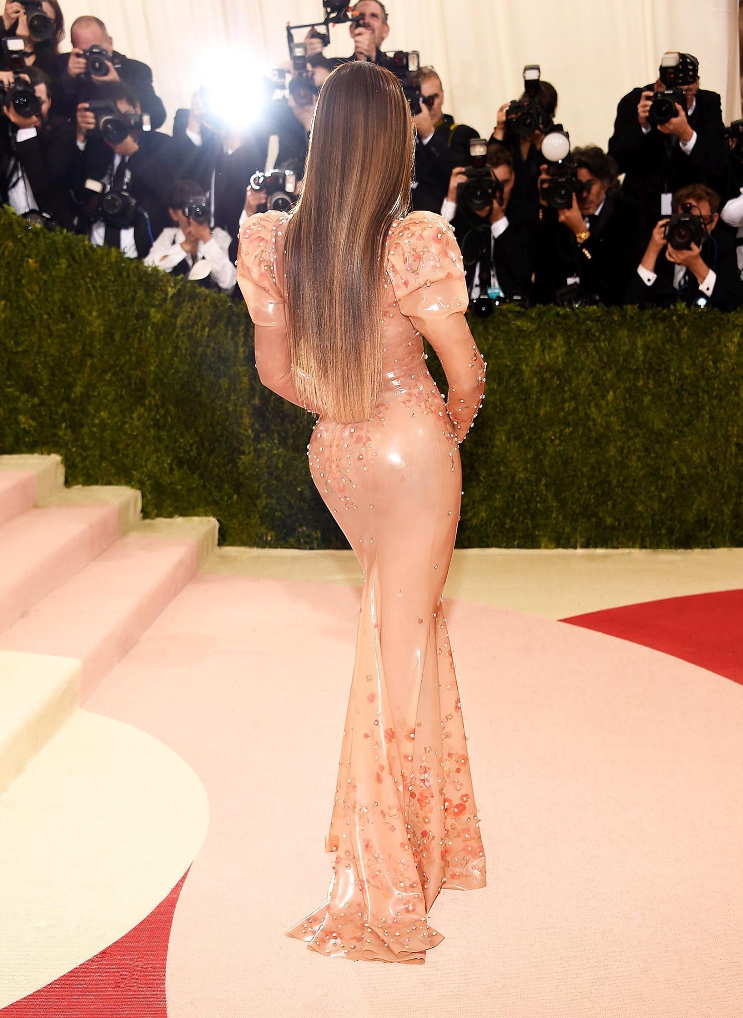 Великолепная Beyonce в наряде Givenchy на Met Gala 2016