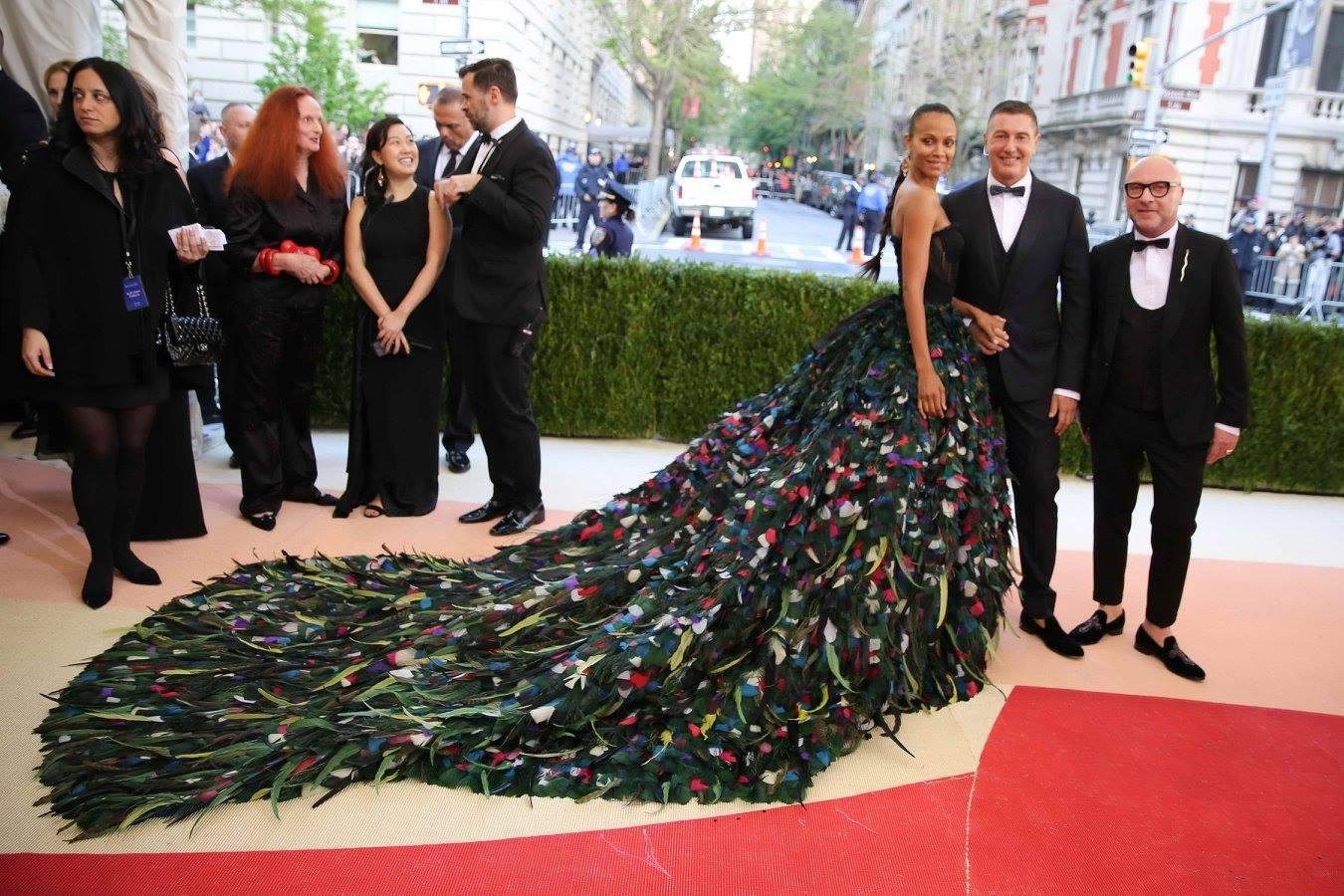 Zoe Saldana в наряде Dolce&Gabbana на Met Gala 2016