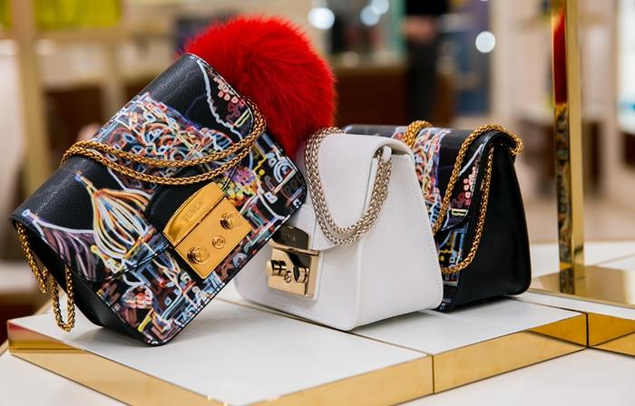 FURLA. Лимитированная сумка Metropolis, посвященная открытию магазина в ГУМе.