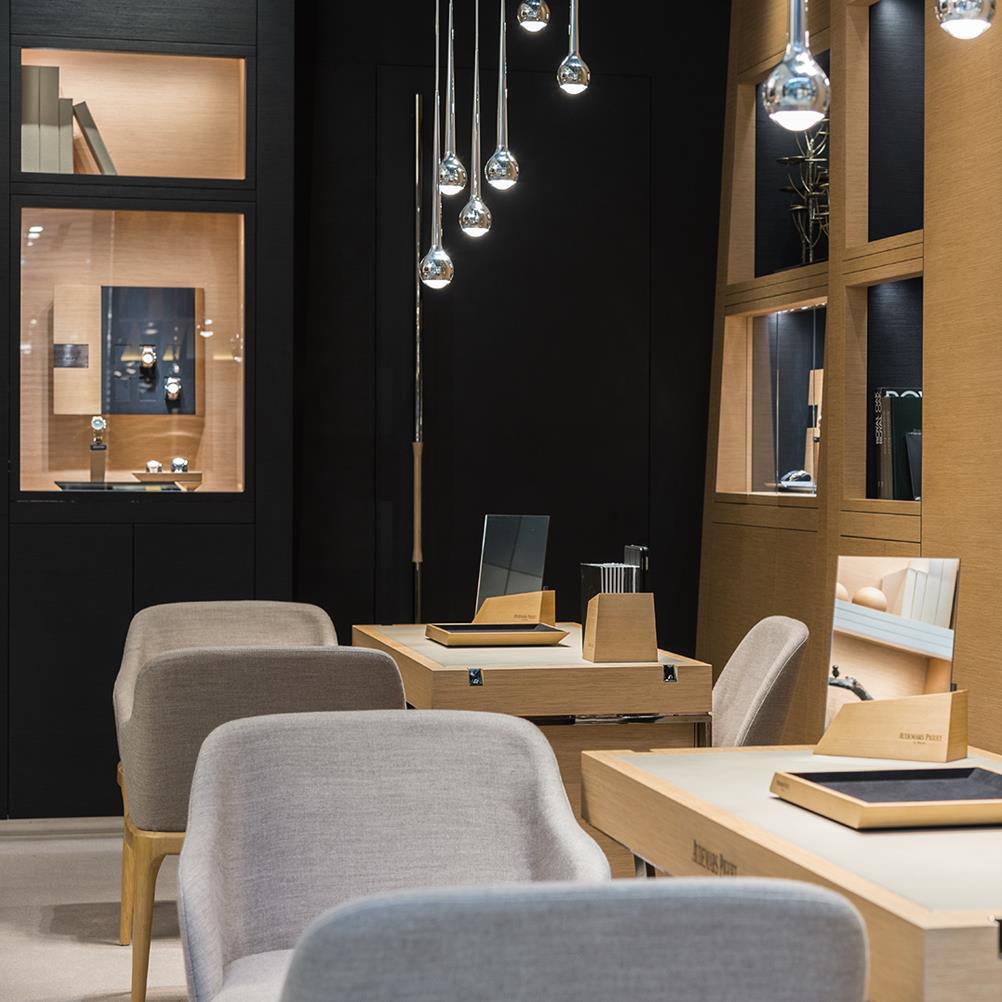 Audemars Piguet - reopen store in Dubai / inside