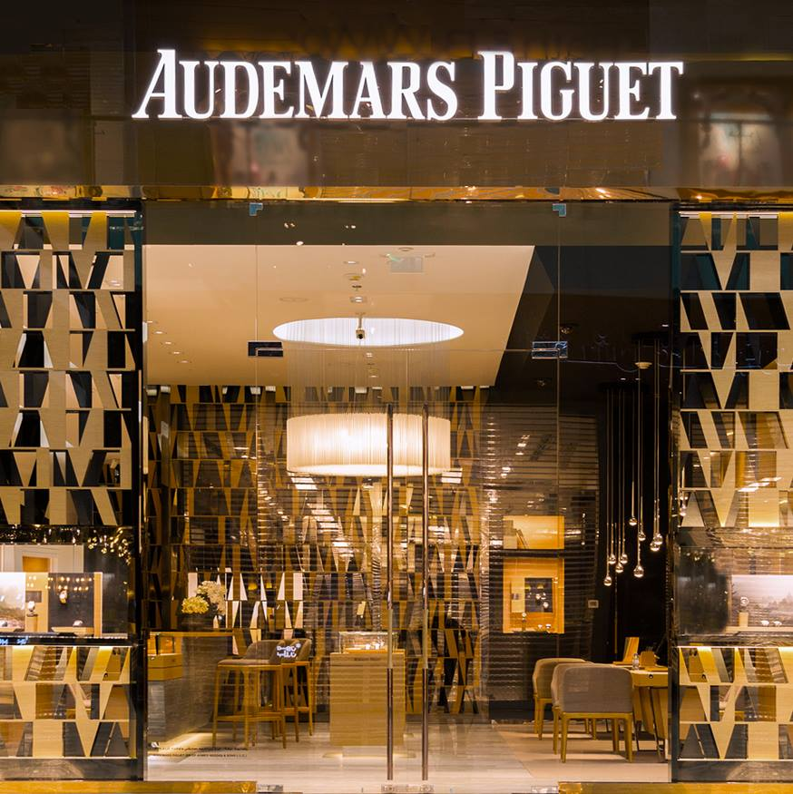 Audemars Piguet - reopen store in Dubai / outside