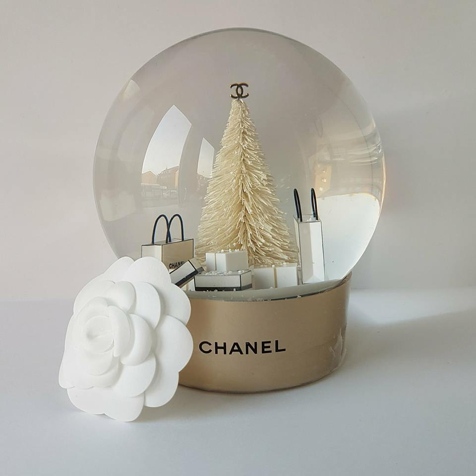 Chanel Snow Globe — Christmas tree